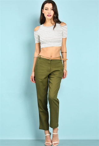 Capris show off more of the leg than crop pants do, so if you want to show off your gams, capris are the way to go. If you don't consider your calves to be one of your better features, opt for crops. The most flattering length is one that ends at the narrowest part of your leg.