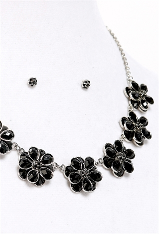 faux gem flower necklace shop jewelry at papaya clothing