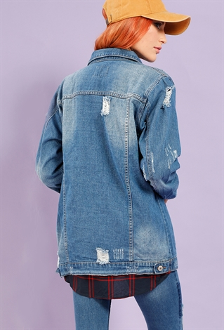 Our feminine take on the iconic jean jacket effortlessly kicks up your look. Lightly distressed accents and stretchy, comfortable construction makes it an easy throw-and-go choice.