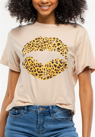 Leopard Printed Lips Graphic T-Shirt