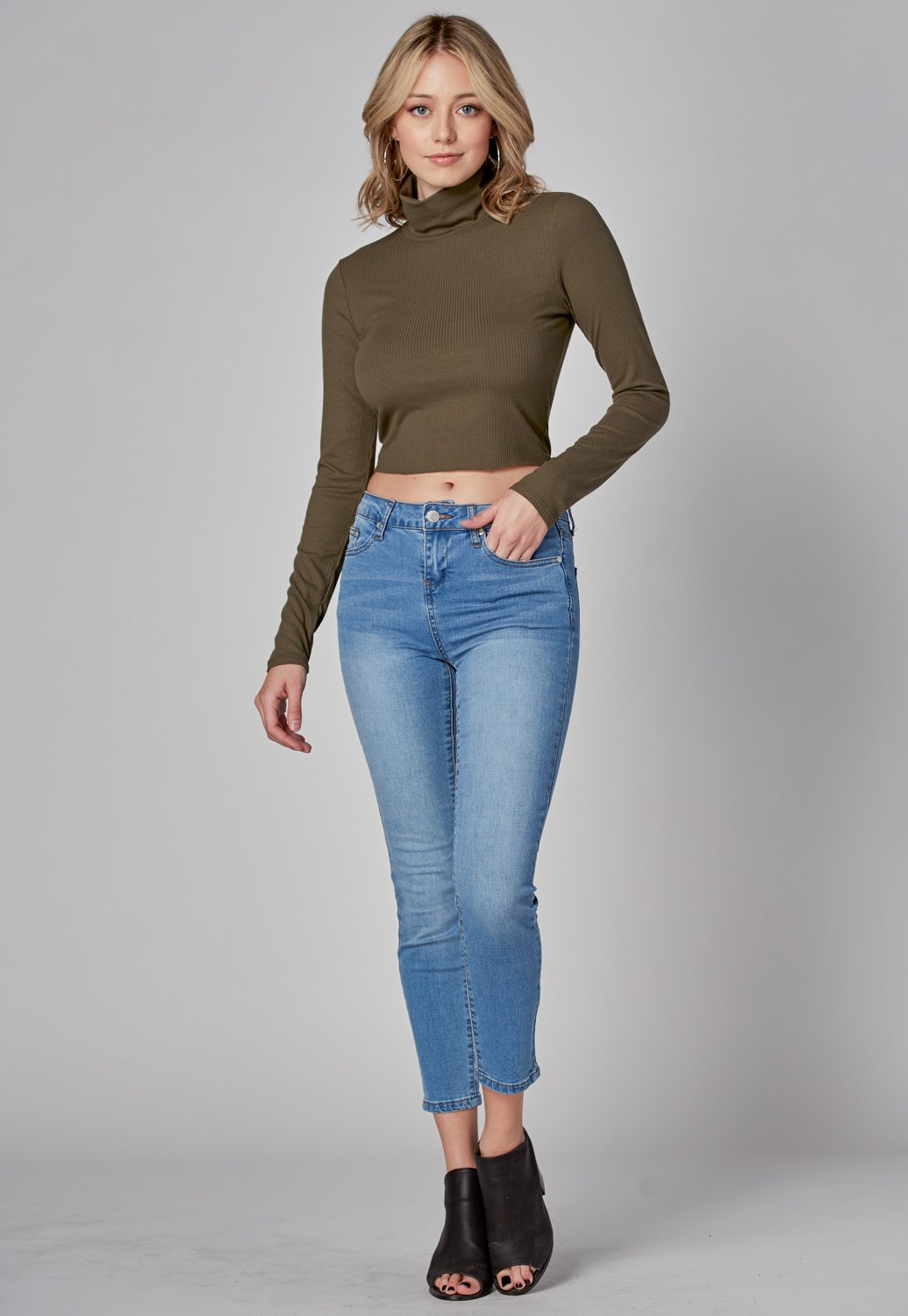 Turtle Neck Crop Knit Top